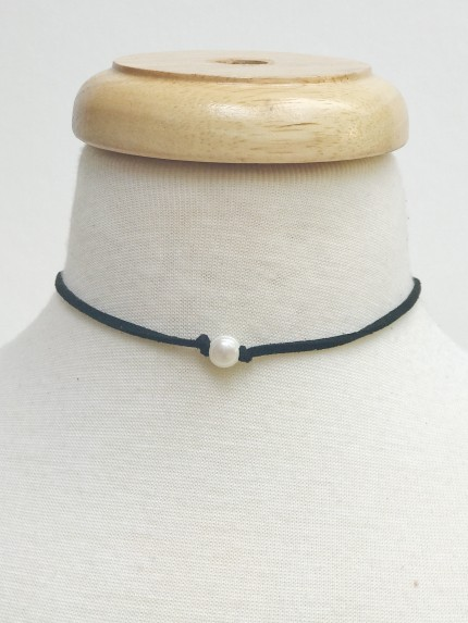 Suede Choker With Glass Pearl, Black